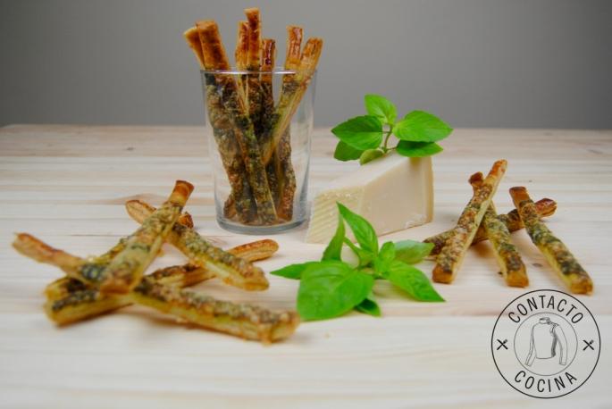 Sticks de parmesano, almendras y albahaca